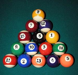¿Cómo se colocan las bolas en el billar bola 8?